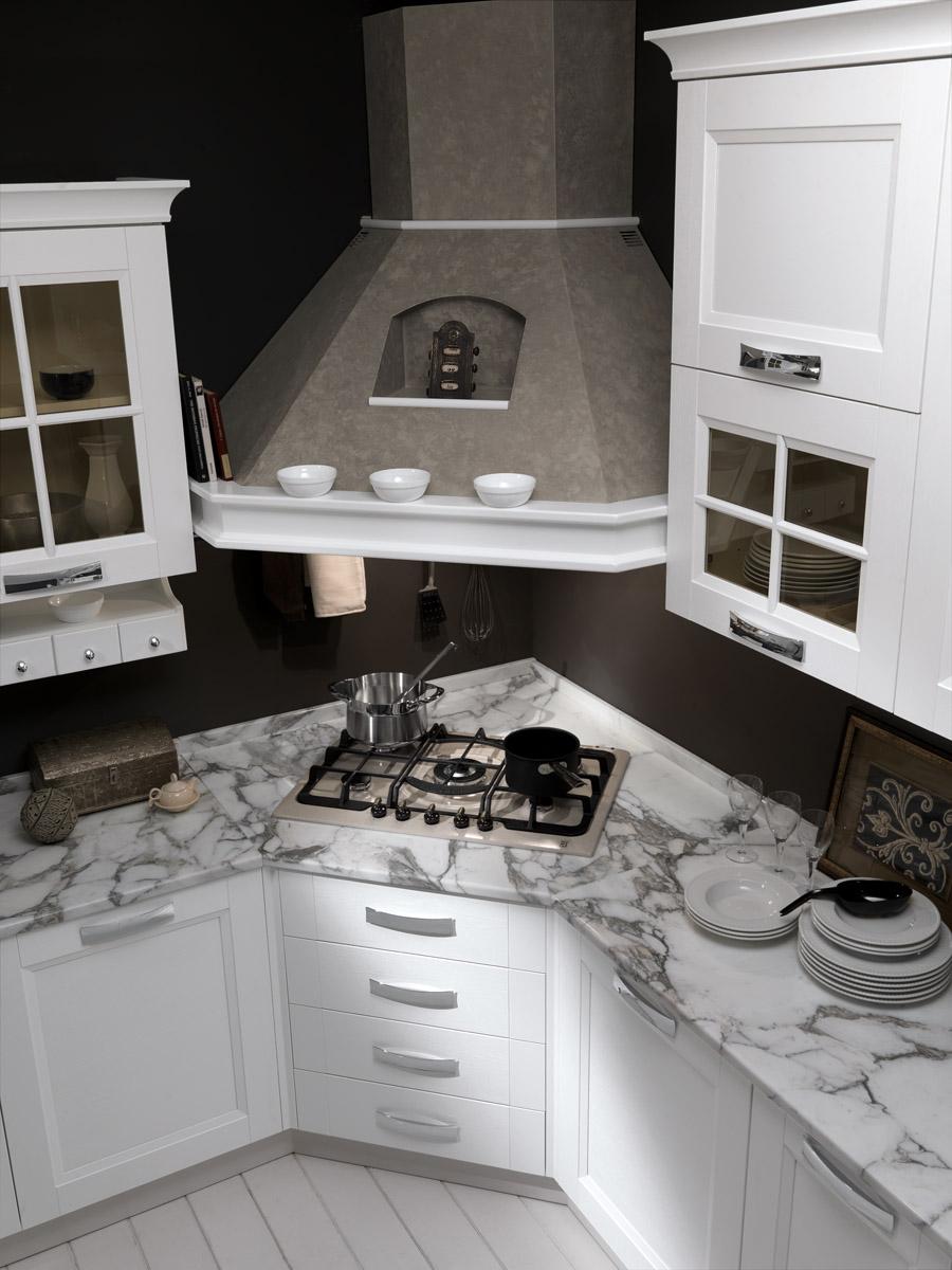 Cucina moderna bianco frassino cucina merano spar - Cucina con piano cottura angolare ...